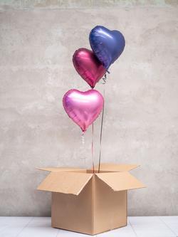 Balionai dėžėje dovana širdelės formos